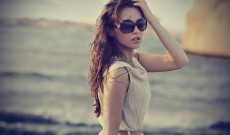 Pretty-Woman-With-Sunglasses